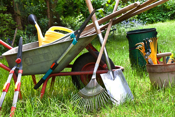 Clean and maintain your garden equipment ready for Spring gardening