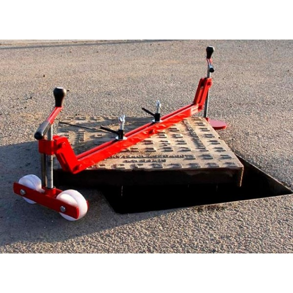 Mustang chinook manhole cover lifter mad tools